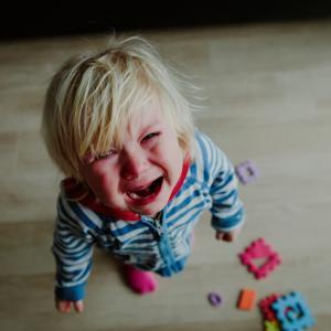 """Как да се справите с """"тръшкането"""" на детето като истинска звезда"""