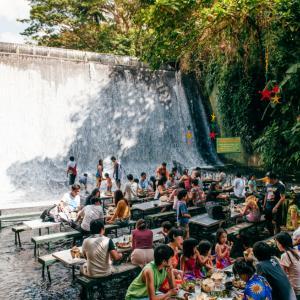 Ресторант под водопад? Защо не! 5 екстремни места за хапване