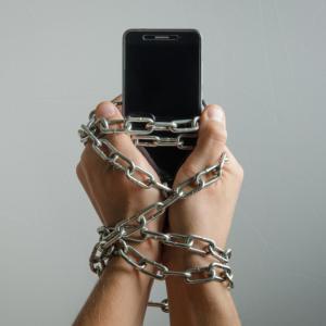 Помощ! Телефонът ми е тиранин!