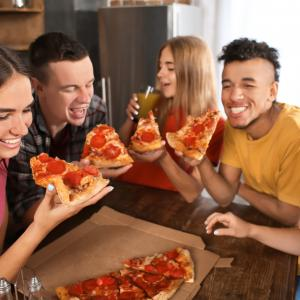 Пицата късно вечер сближава хората, независимо от културните им различия