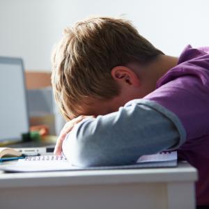 Тормозят детето ви в интернет? Травмите са ужасяващи