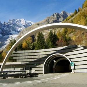 16 юли 1965 г. – Тържествено е открит 11,8-километровият тунел Монблан