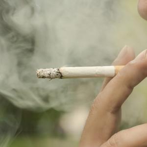 Гени виновни, че палим цигара от цигара