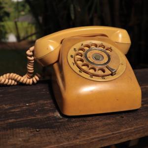 Виц: Преди ерата на мобилните телефони