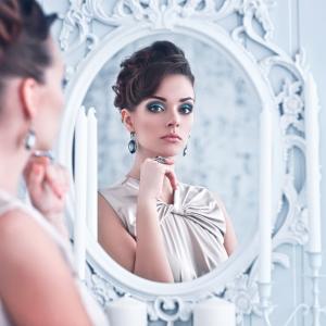 Кое ни дава по-добра представа за себе си: Снимките или огледалото?