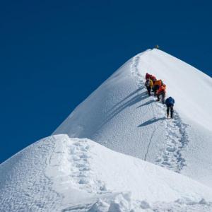 20 април 1984 г. - Христо Проданов става първият българин, изкачил Еверест