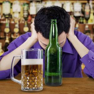 Защо някои хора се зачервяват, когато пият алкохол?