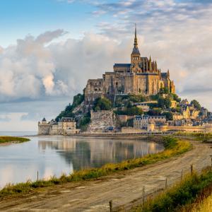 Разходете се до едно вълшебно място - манастирът Мон Сен Мишел