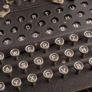 """23 февруари1918 г. - Д-р Артур Шербиус получава първи патент за шифровата машина """"Енигма"""""""
