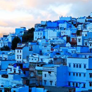 Сякаш небето е изкъпало в синевата си този стар град в Мароко