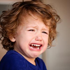 За родители: как да се справите с емоционалните пристъпи на детето