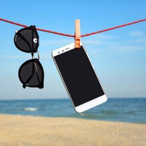 Как да спасим телефона си при намокряне с вода