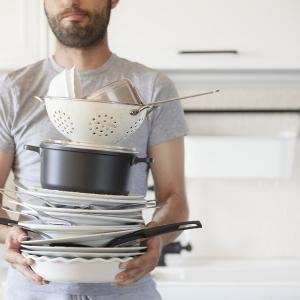 Виц: Стига си мил тези чинии!