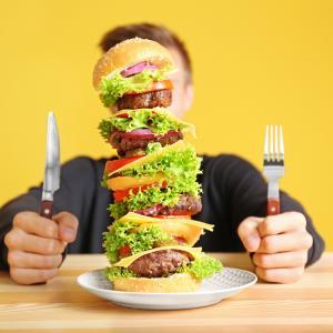 Какво ни кара да ядем повече?