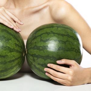 Защо човешките гърди са толкова големи?