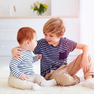 Ето защо по-големите деца не трябва да бъдат детегледачки на своите по-малки братя или сестри