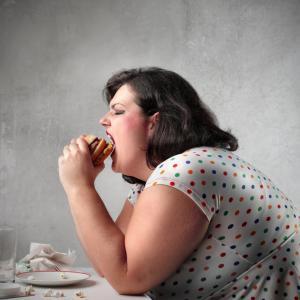 Дали от нездравословни храни човек не само дебелее, но и оглупява?