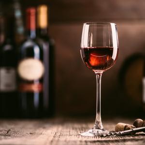 Бутилка вино на седмица = 10 цигари