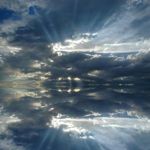 Божествената красота на крепускуларните слънчеви лъчи
