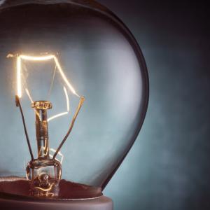22 октомври 1879 г. – Едисън наблюдава първия си успешен опит с електрическа крушка