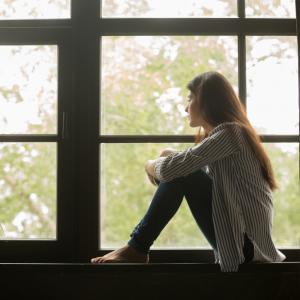Хората под 35 години са най-нещастни