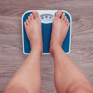 Колко средно тежат хората по света