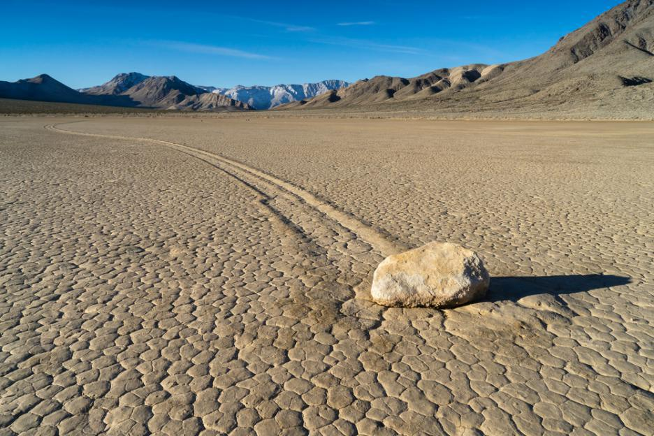 https://www.obekti.bg/sites/default/files/styles/article_large/public/images/death_valley_shutterstock_316221476.jpg?itok=qsrQNh5i